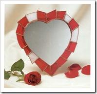 Зеркало в форме сердца из стекла